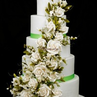 5 Tiers Green And White Cake About 30Kg All Flowers Are Sugar 5 tiers green and white cake, about 30kg. All flowers are sugar.
