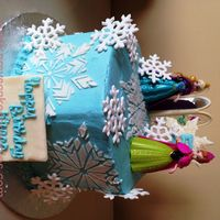 Snowflake Cake With Frozen Figures Snowflake cake with Frozen figures