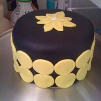 Yellow And Black This is a 6 in white confetti cake with vanilla buttercream. I just made this for practice, using yellow and black fondant.