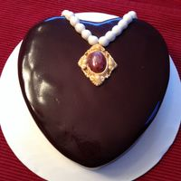 Pendant And Pearls Valentine Cake