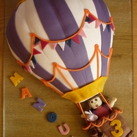 Hot Ait Balloon Hot air balloon with Boots & Doramade with marzipan