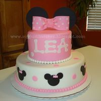 Beautiful Minnie Mouse Cake   Beautiful Minnie Mouse Cake =)