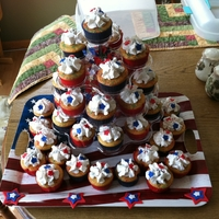 4Th Of July Cupcakes   Cupcakes with buttercream icing and fondant decorations