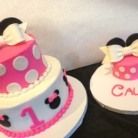 Minnie Mouse And Mini Minnie Minnie Mouse 2tier cake with a complimenting smash cake