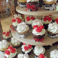 Suzie Cakez Cupcakes Assorted Vanilla & Chocolate Cupcakes for a wedding shower gum paste flowers