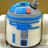 3D R2D2 Cake!!   Really love the way this 3D R2D2 cake turned out!!