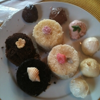 Tasting Plate Everyone does their cake tasting differently. I have my at my home and usually present three different cake flavours (golden, white and...