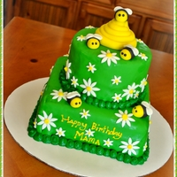 Bumblebees & Daisies Cake.. 2 tier Cake with MMF..
