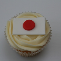 Japanese Flag Cupcakes Made for a bake sale at my daughters school to raise money for the Japanese Earthquake Appeal. Vanilla cupcakes, vanilla buttercream,...