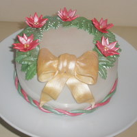 Frosted Holly And Golden Bow.. 6inch Traditional Christmas Cake with fondant accents and bow...Merry christmas everyone!!