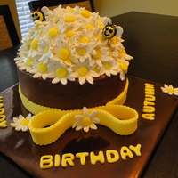 Daisy Bee Cake The cake is yellow butter cake with crusting chocolate fudge buttercream icing (recipe by gourmetcakes). The flowers, bees, border, bow,...