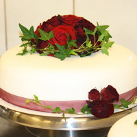 White Wedding Cakes With Red Roses