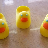 Mini Fondant Ducks Just using some left over fondant and trying out a few decorations.
