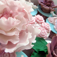 Engagement Cupcakes luvin me peonies!