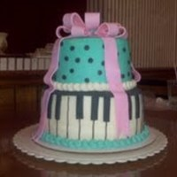 Piano Keys This is the second cake that I have made. I made it for my sister who plays the piano.