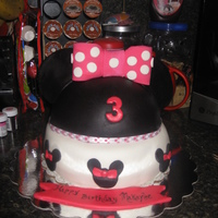 Minne Mouse Cake I made this cake for my daughter's 3rd birthday. Chocolate cake w/ Oreo filling covered in MMF. Top is RKT covered in MMF. Ears are...