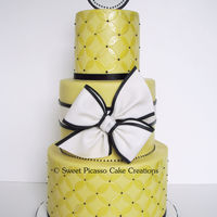 Modern Yellow Circles Subtle yellow circles accented with black and white creates a striking combination! Cake is french vanilla with dark chocolate buttercream...