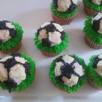 Soccer Cupcakes Made These for My Son's AYSO Team Party