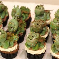 """how To Train Your Dragon"" Cupcakes Dragon cupcakes for a Crew Toast at Dreamworks Animation! All dragons were made of fondant/gumpaste. Thank you so much for looking."