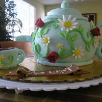 Teapot Cake It was reaaly difficult to make this cake, it was for my best friend. Cake was red velvet with cream cheese frosting.