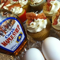 French Toast Cupcakes French Toast Cupcakes with Maple Buttercream and Bacon