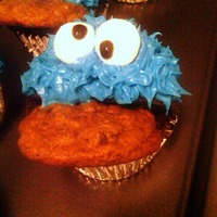 Cookie Monster Cupcakes Cookie Monster for my Cookie Monster :) Thanks CC'er for the great idea.