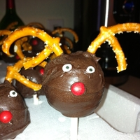 Reindeer Cake Pops Saw these on Pinterest made by the awesome Bakerella.