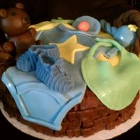 1316462305.jpg Basket weave basket, not the best but fondant decorations made it look a lot better!