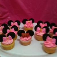 Mini Mouse Cupcakes Mini Mouse Cupcakes with fondant bow and ears made out of cookies