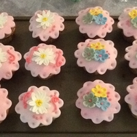 Daisy And Blossom Cupcakes