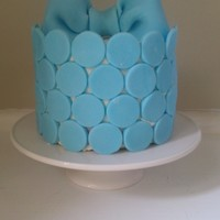 Blue Dots & Bow Playing with leftover blue fondant. First bow ever.