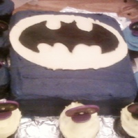 Batman Cake With Cupcakes   batman birthday cake