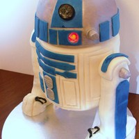 R2D2 I am a huge Star Wars fan and it only seemed fitting that I do this cake as my first 3D cake, especially since I am also making a life size...