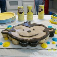 Monkey Cupcakes A friend of mine just adored this monkey er...ensemble? lol she wanted a a monkey and i wanted to make her little boy happy.