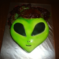 Alien Alien with brains, cake with fondant, brains made out of gelatin.