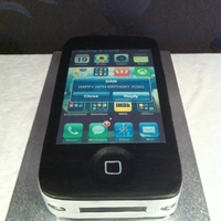 Iphone 4 Cake iPhone 4 shaped cake with edible image screen