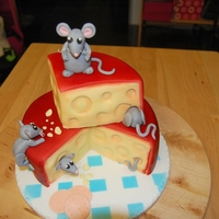 Cheese Cake edam cheese with mice cake