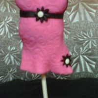 Baby Bump Cake Pop I was practicing on molding cake pops into different shapes.Here's what I came up with.