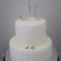Small But Elegant Wedding Cake