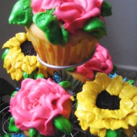 My First Flowers Cupcakes vanilla icing (pillsbury) and merengue for the flowers