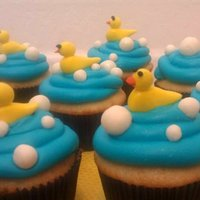 Duck Cucpakes Fondant ducks and bubbles on blue buttercream