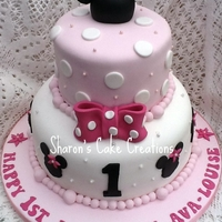 Minnie Mouse 1St Birthday Cake   I loved making this cake, loved all the girly colours and things