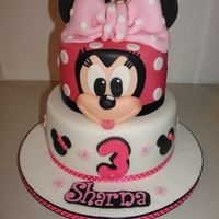 Minnie Mouse Fondant Cake And Cupcakes (Jan 2015) Made everything from Fondant/Gumpaste. Very Happy with the outcome of this cake. Hope you like it!! xMCx