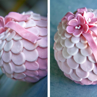Scaled Bauble Cakes