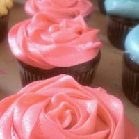 Cuppies For Fun =) Just did these for fun to practice a few different ways of frosting cupcakes!
