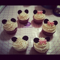 Minnie Mouse Cupcakes easy to make minnie mouse cupcakes :)