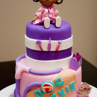 Doc Mcstuffins / Docteur La Peluche N.B. Doc is a doll, and not a gumpaste figurine ;)