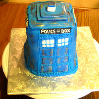 Time And Relative Dimension In Cake (Tardis From Doctor Who) I've been dying to make a Doctor Who cake and couldn't have been happier when a regular customer ordered this TARDIS for her...