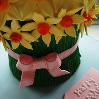 Daffodil Bunch Birthday Cake