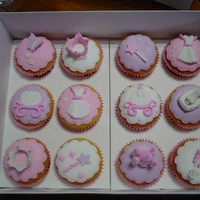 Princess Cupcakes Vainilla cupcakes with gumpaste and icing decorations.